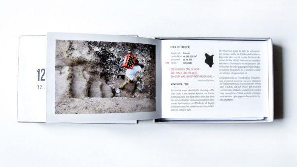 Die Geschichten geben sozialkritische Einblicke in den auf der Postkarte abgebildeten Moment. Foto: PR
