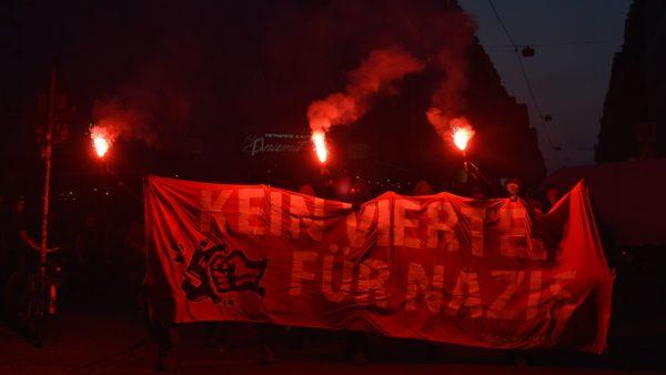 Antifa-Demo auf der Alaunstraße