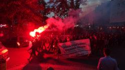 Demo mit reichlich Pyrotechnik