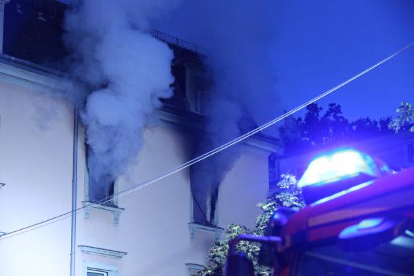 Die Feuerwehr war mit Einsatzkräften verschiedener Feuerwachen im Einsatz. Foto: Roland Halkasch