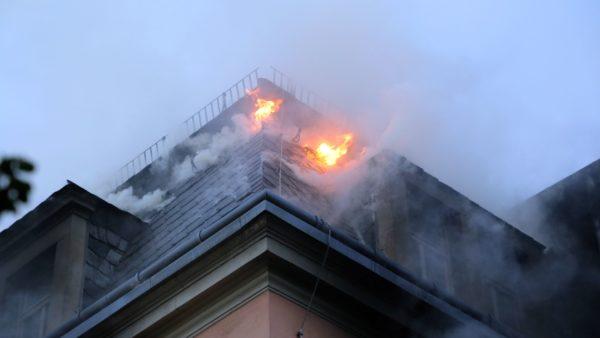 Brand in einem Mehrfamilienhaus auf der Buchenstraße - Foto: Roland Halkasch
