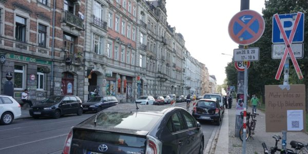 Trotz Halteverbot war die Bikelane anfangs komplett zugeparkt.