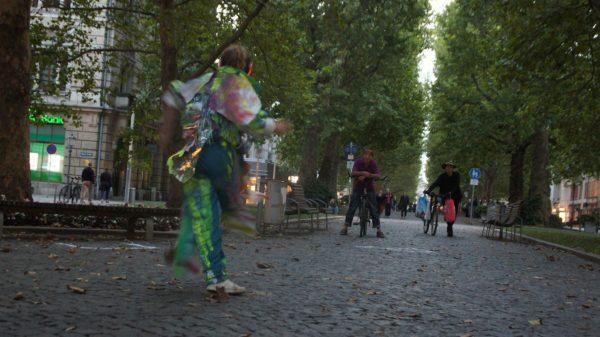 Die Straße aus neuen Perspektiven: Asphaltwelten I der Go Plastic Company. Foto: Philine