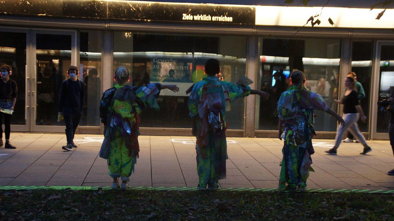 Ziele wirklich erreichen: Go plastic mit Asphaltwelten auf der Hauptstraße. Foto: Philine