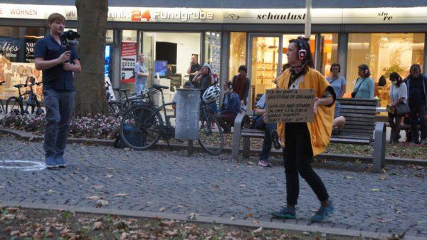 Treffpunkt war am 24. September zur Premiere vor dem Schaulust-Laden. Foto: Philine