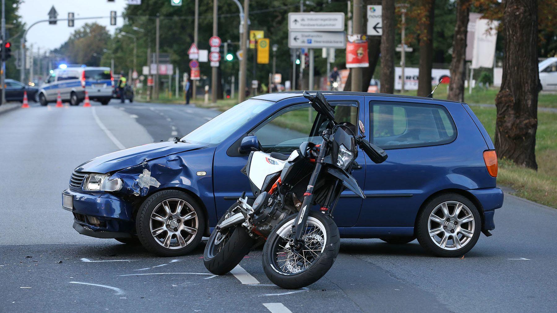 Unfall auf der Königsbrücker Straße - Foto: Roland Halkasch