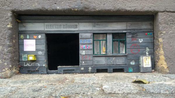 Statt schmuckem Fenster nun nur noch ein trauriges Loch.