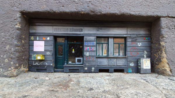 Noch im September war Elektro-Könner schick geschmückt.