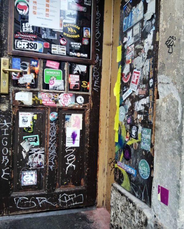 Der Eingang des Hebedas wurde schonmal per Schild als Selfie-Hot-Spot ausgewiesen.