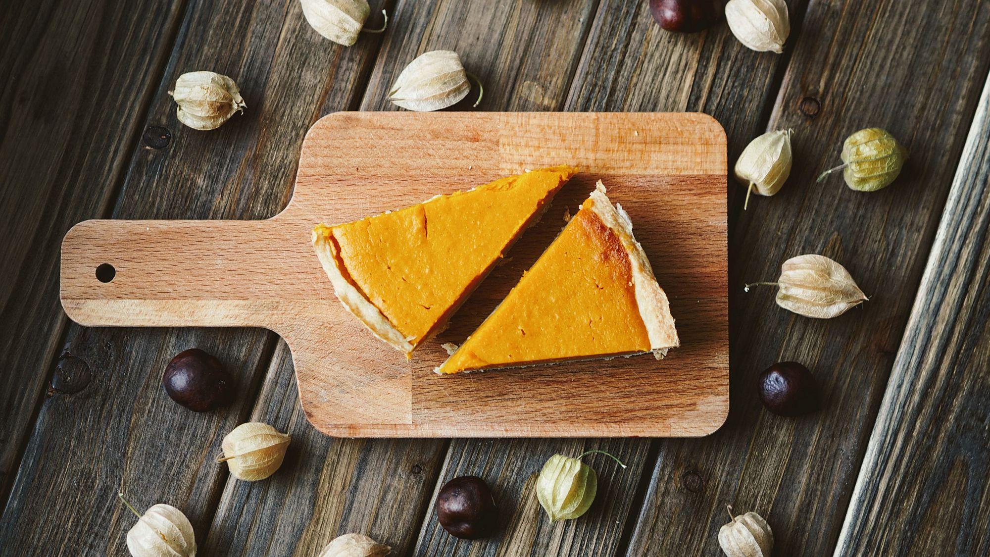 Zu der Herbstzeit werden amerikanischen Pumpkin Pies immer beliebter (Foto: Unsplash)