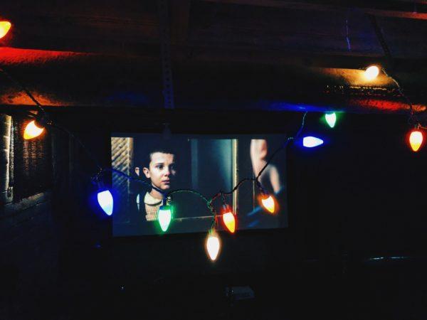 Stranger Things von der Streaming-Dienst Netflix ist besonders beliebt (Foto: Unsplash)
