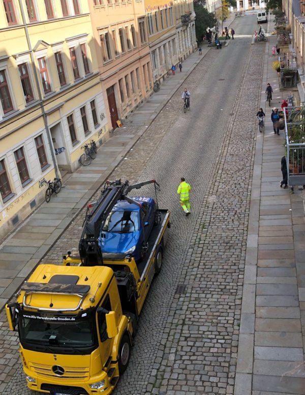 Das letzte Auto wird abgeschleppt - Foto: privat