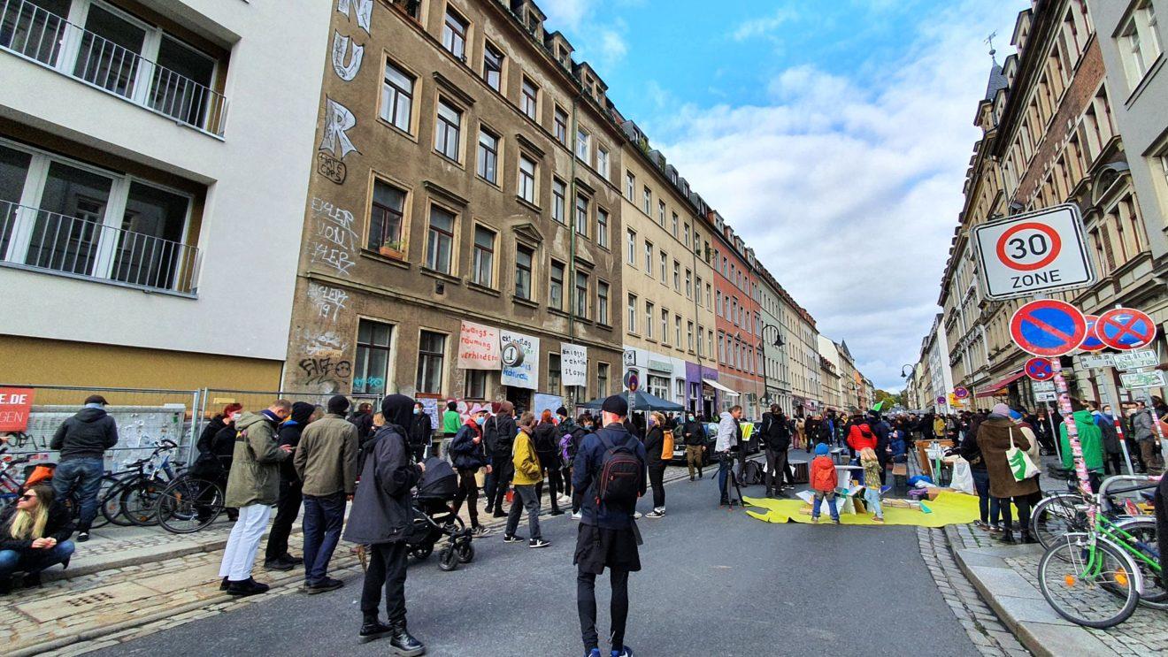 Kundgebung auf der Rudolf-Leonhard-Straße