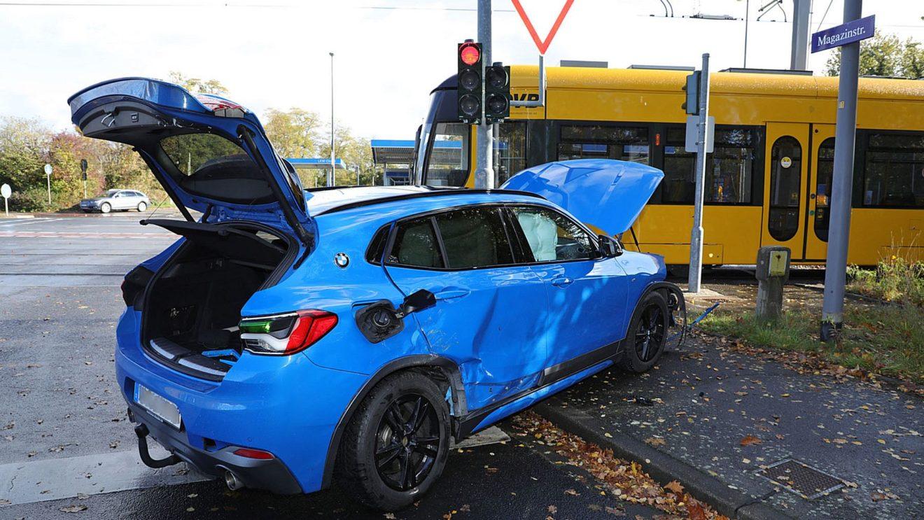 Unfallwagen an der Magazinstraße - Foto: Roland Halkasch
