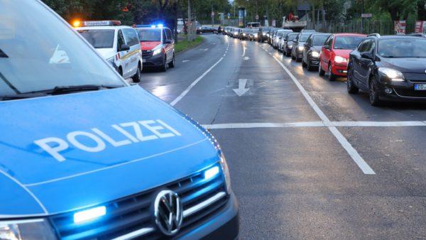 Auf der Hansastraße gab es in den Morgenstunden lange Staus. Foto: Roland Halkasch
