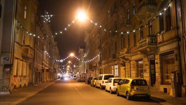 Auf der Louisenstraße läuft man nun wieder unter Sternen.