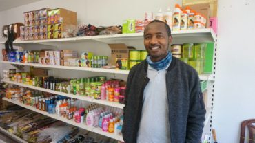 Cyrille versorgt seit diesem Jahr die Neustadt mit afrikanischen Erzeugnissen.