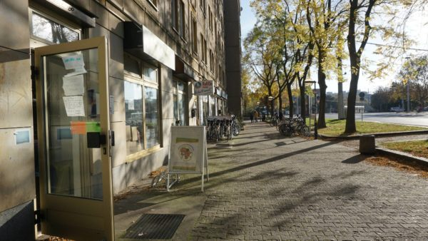 Der kleine Laden befindet sich nahe des Albertplatzes.