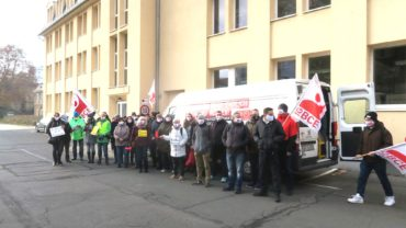 Streikende in der Dental-Kosmetik an der Katharinenstraße