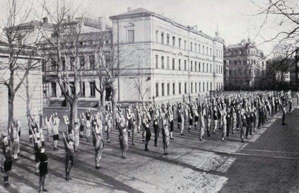 Staatliches Gymnasium Dresden-Neustadt um 1934