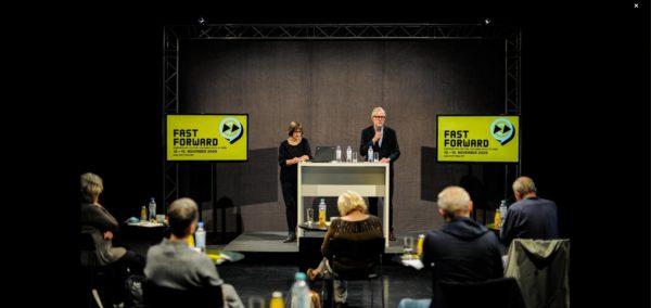 Festivalkuratorin Charlotte Orti und Intendant des Staatsschauspiels Dresden Joachim Klement bei der Pressekonferenz. Foto: Sebastian Hoppe