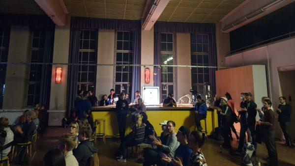 Die bislang letzte Live-Veranstaltung von Undsonstso gab es im Otto-Grotewohl-Saal auf dem Drewag-Gelände an der Friedensstraße. Foto: Anett Lentwojt/Kennst Du Dresden