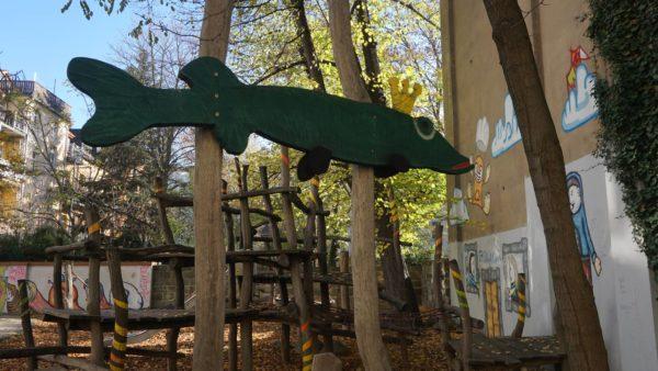 Ungewöhnlicher Lebensraum für den zweiten Hecht: ein Spielplatz.