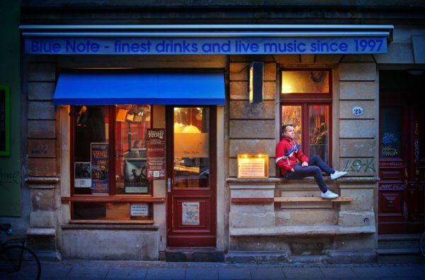 Cornelius Pollmer vorm Blue Note - Foto: Amac Garbe