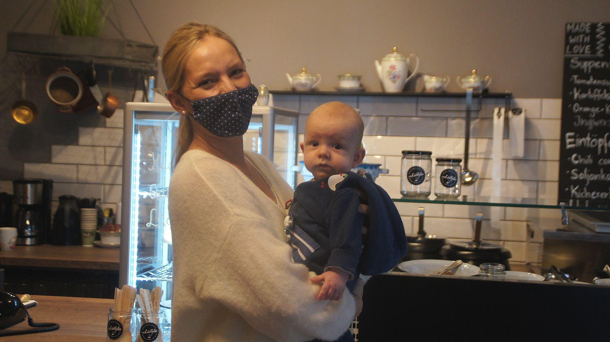 Anna mit dem jüngsten Suppen-Fan. Foto: Philine