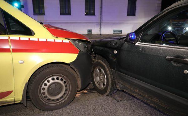 Es entstand Sachschaden und der Verkehr musste umgeleitet werden, verletzt wurde niemand. Foto: Roland Halkasch