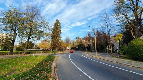 In nördlicher Richtung wird der Radweg bis zur Bautzner Straße geführt.