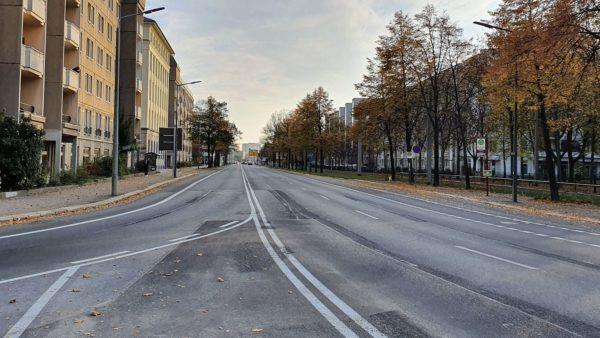 Albertstraße ohne Autos und Fahrräder