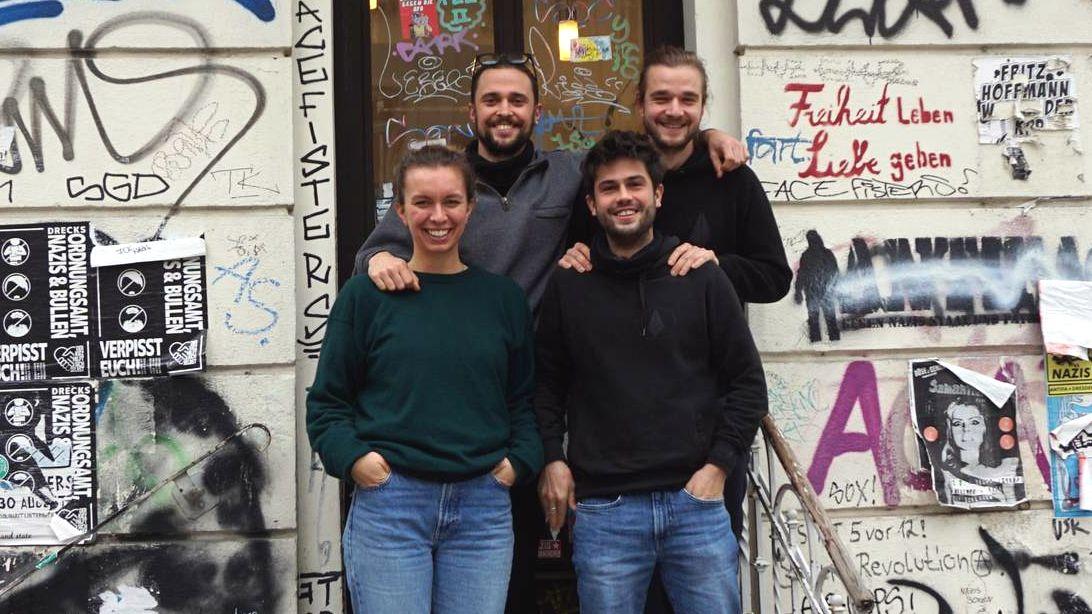 Das Team von Apinima verbindet nicht nur ihr Unternehmen, sondern auch ihre Freundschaft