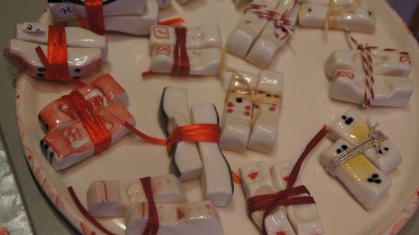 Sushi-Bänkchen aus Porzellan von Susanne Petzold. Foto: Philine