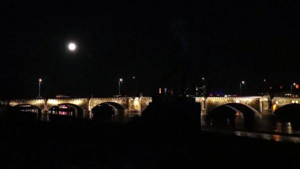 Albertbrücke bei Nacht