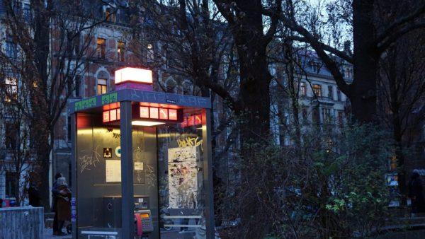 Romantische Beleuchtung durch Telefonzelle - Foto: Jonas Breitner