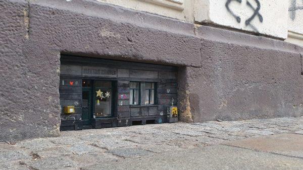 Der kleinste Laden der Stadt hat wieder auf.