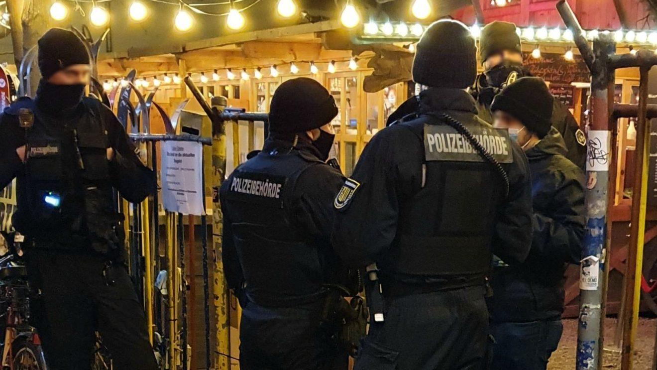 Polizeibehörde im Einsatz - am vergangenen Freitag in Uniform - inzwischen häufig auch in zivil