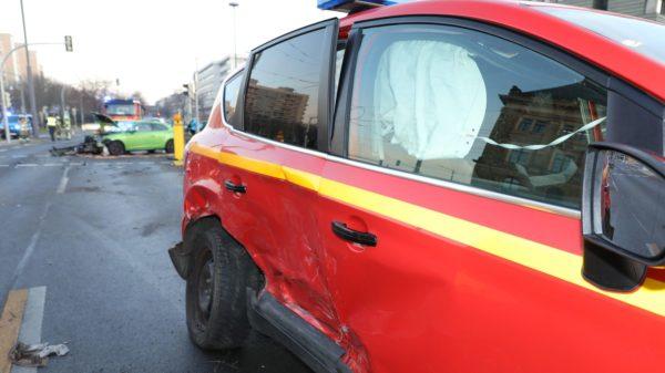 Unfall mit Feuerwehr - Foto: Roland Halkasch