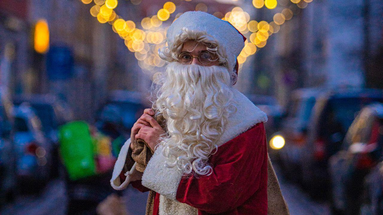 Weihnachtsmann auf der Kamenzer Straße - Foto: Ronny Rozum