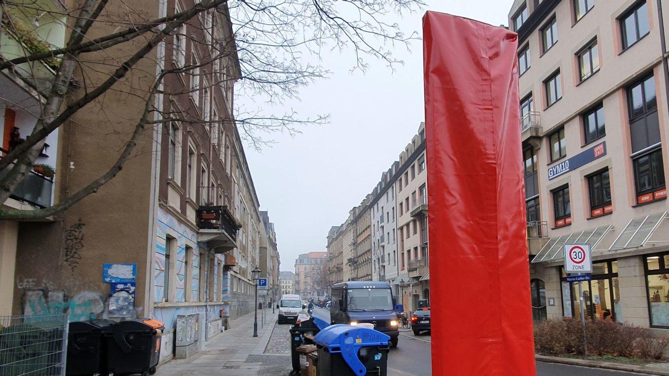 Das Schild muss noch enthüllt werden an der Martin-Luther-Straße