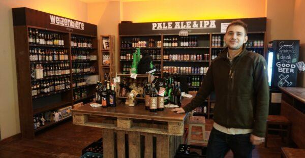 Jakob versorgt die Neustadt auch weiterhin mit exotischen und heimischen Bieren.