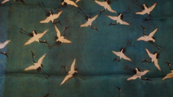 Kaiserliche Seidenmalerei auf einem Tuch im Shudao. Der kranich symbolisiert ein langes Leben. Foto: Philine