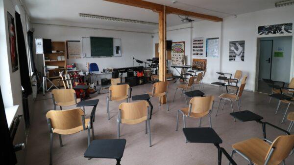 Das Musikzimmer steht aktuell leer.