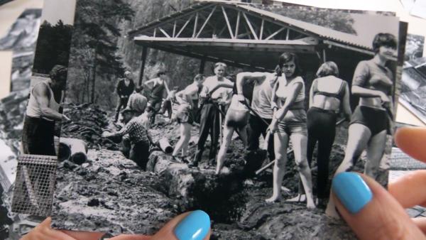 Standbild aus dem Video Essay FREISCHWIMMER von Antje Seeger. Foto: Antje Seeger und VG Bildkunst