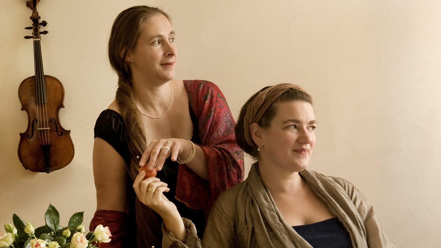 """Anke Strobel und Amber McPherson sind """"Zierwerk Barock"""". Foto: PR"""