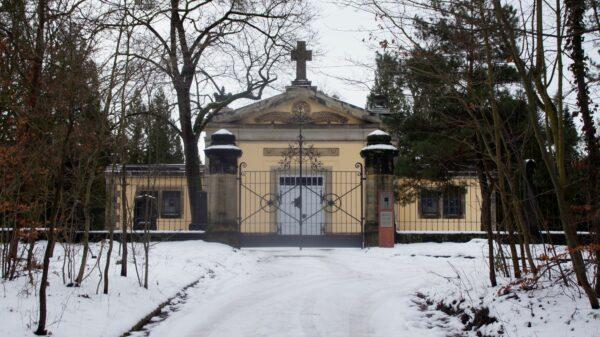 Der Verein Denk Mal fort hat die Trauerhalle auf den Nordfriedhof als Kulturort umkonzipiert. Foto: Philine