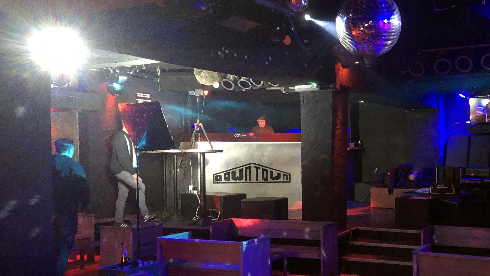 DJ vor der Kamera im Downtown - Foto: PR/Downtown