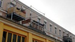 Die verweisten Balkone im Innenhof der GH9.