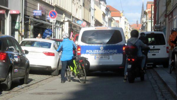 Polizeibehörde im Einsatz auf der Alaunstraße